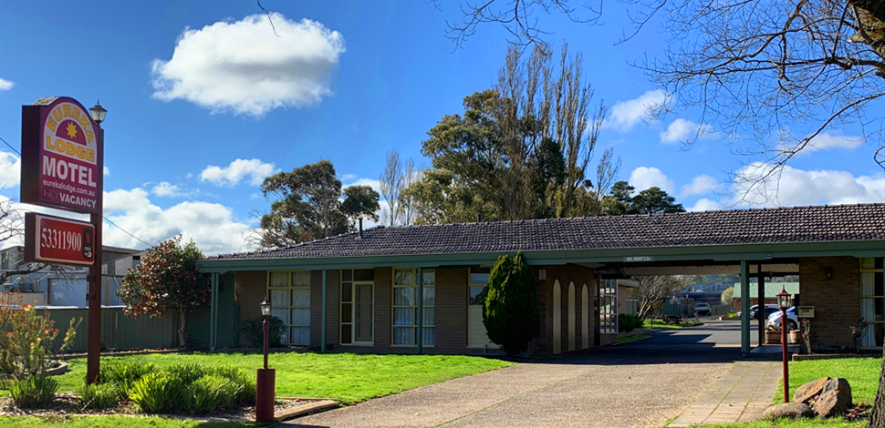 Eureka Lodge Motel is ideally situated in a quiet spacious garden setting away from highway noise.
