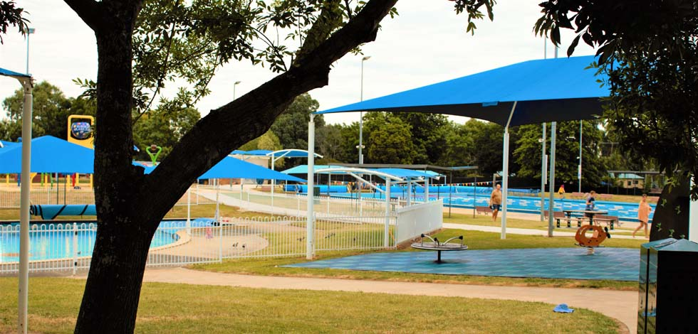 Eureka Lodge Motel is located close to the stunning Eureka Swimming Pools.